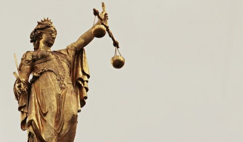 אמת משפטית ועובדתית